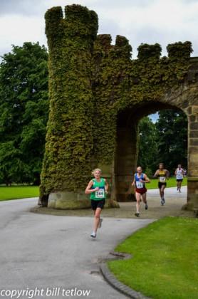 Burn Valley Run - Through Swinton Park bu Bill Tetlow